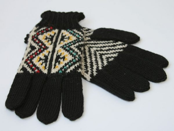 traditional pattern knitted gloves