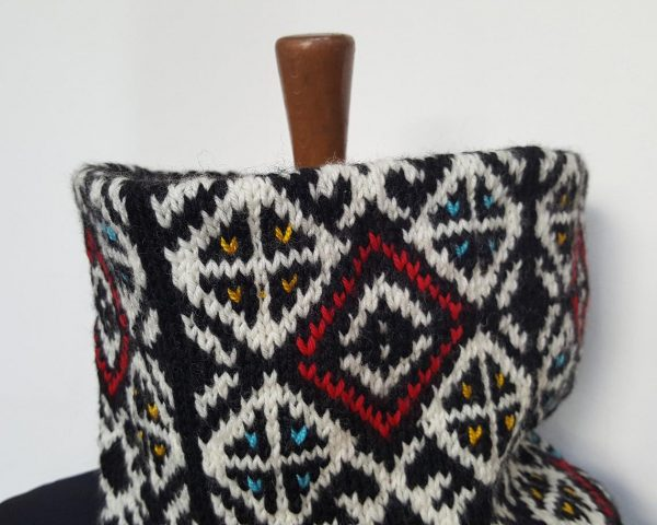 traditional pattern collar scarf