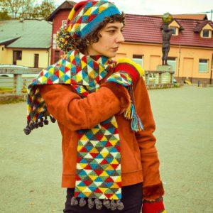 triangle motif knit scarf